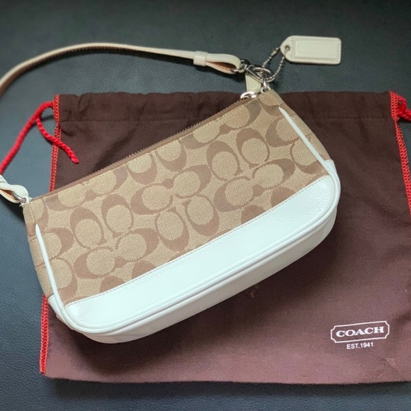 Coach Handbags - Vintage COACH Demi signature purse